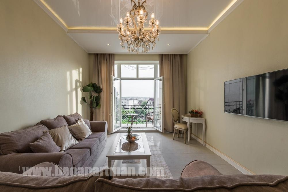 dnevna soba i balkon ROMANTIKA lux apartman Beograd strogi centar