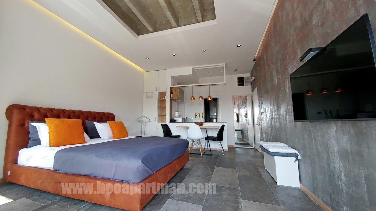 krevet i plafon PRINCEZA luks apartman Beograd