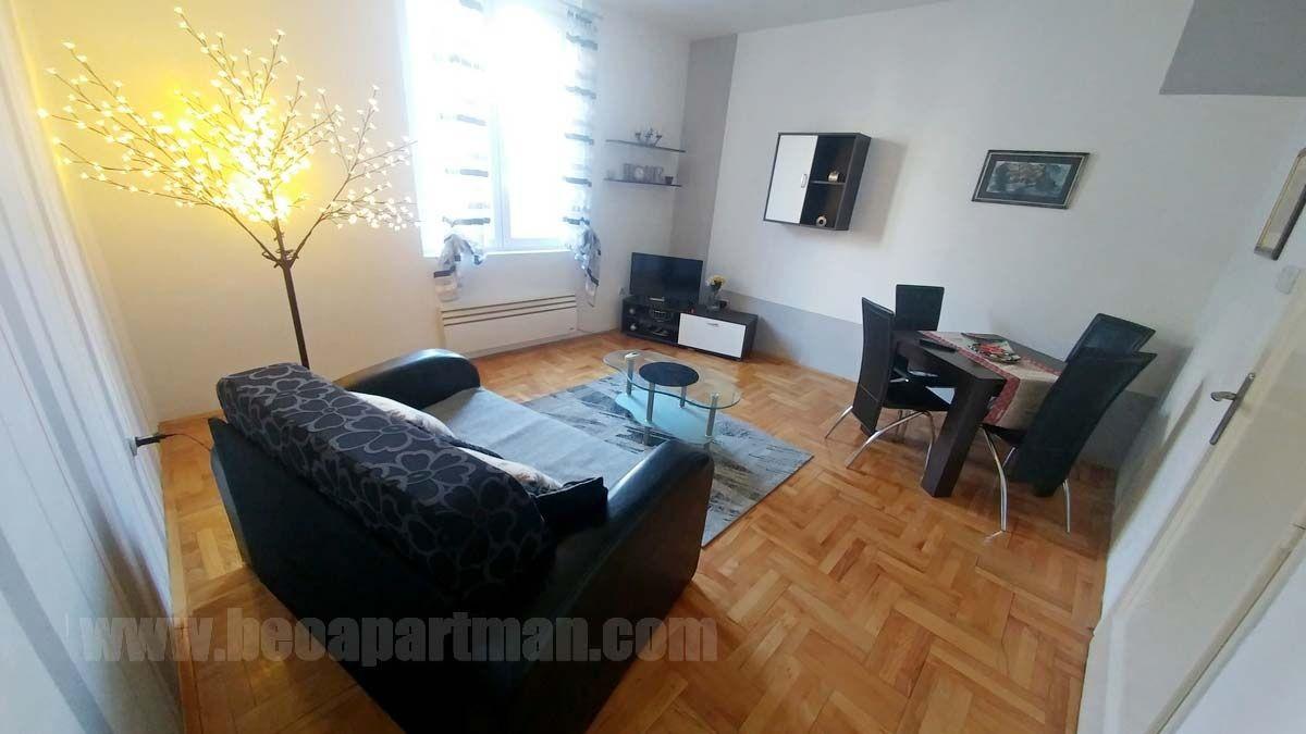 011 apartman Beograd, dnevna soba