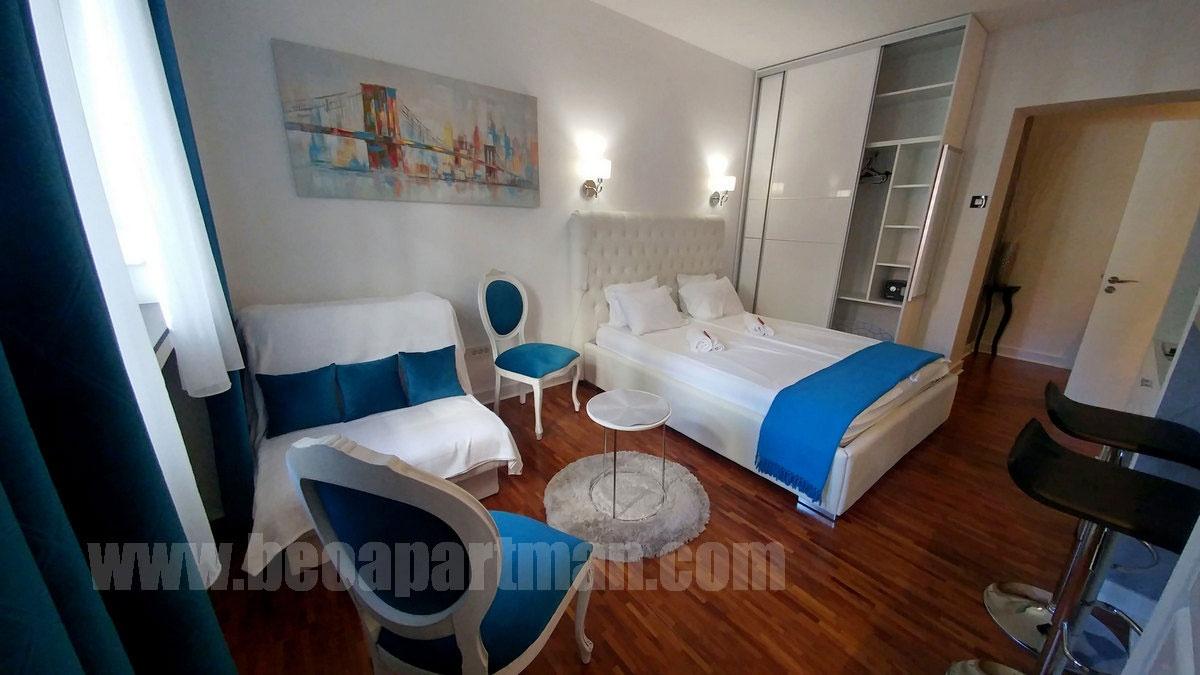 krevet i plafon AZURO apartmani beograd Centar